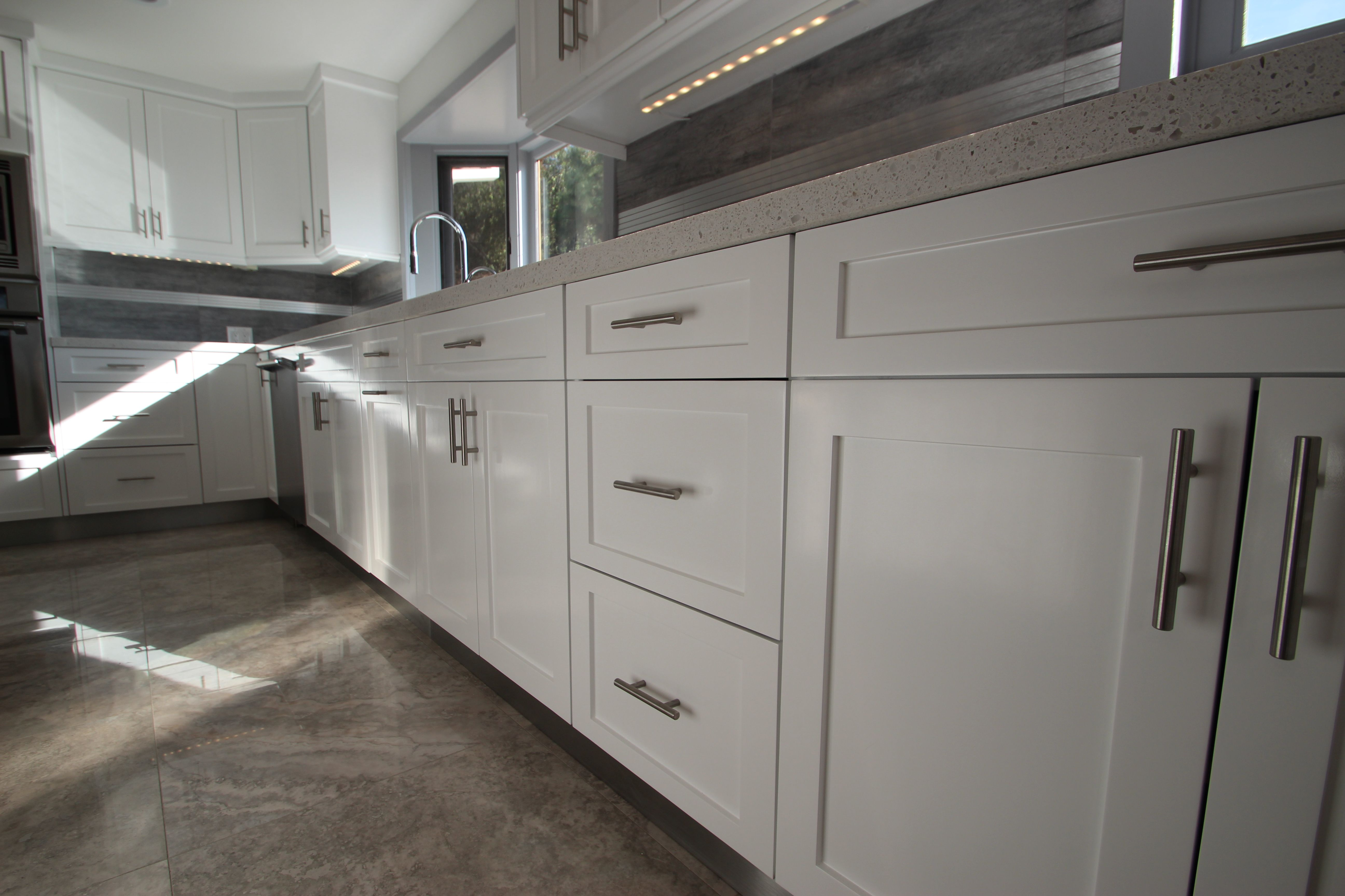18+ Modern kitchen with shaker cabinets type
