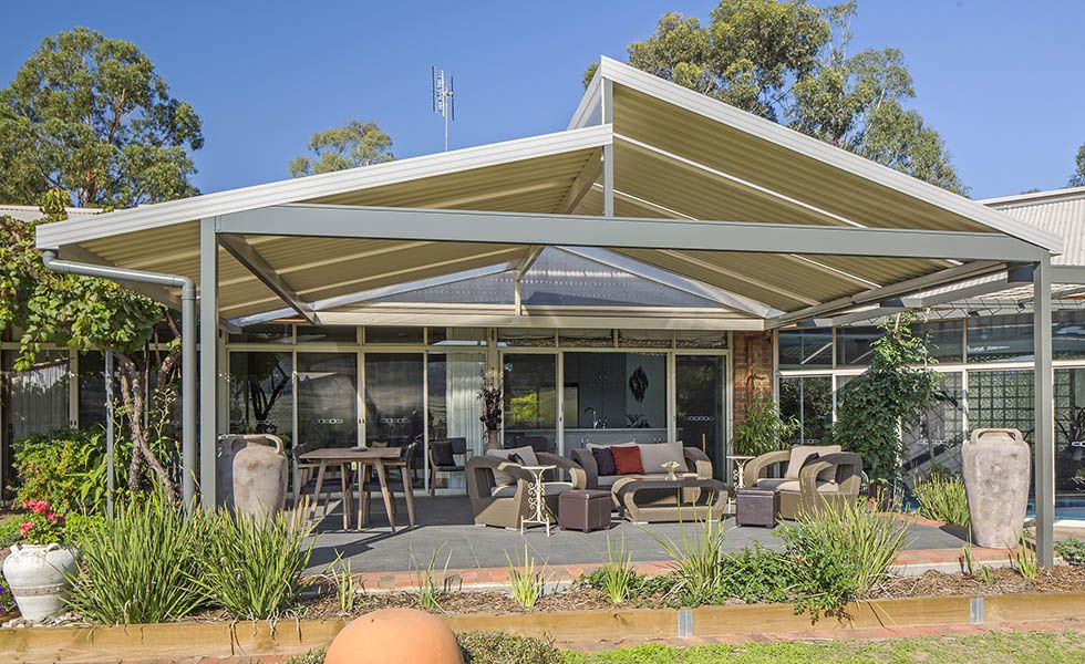 Skillion roof carport spanline skillion roofing patio for Backyard carport designs