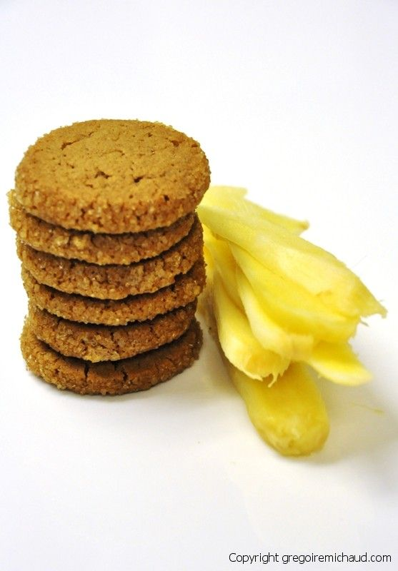 Gingersnap cookies with fresh ginger