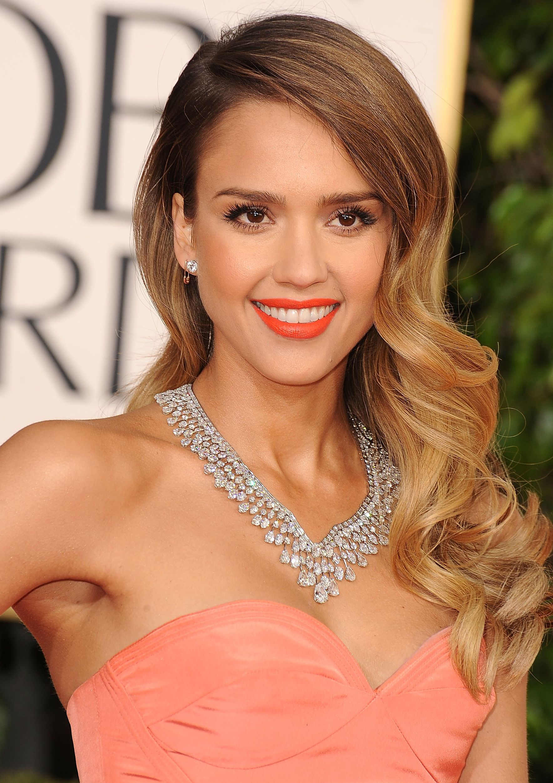 2013 wrapup the best beauty looks of 2013 Jessica alba