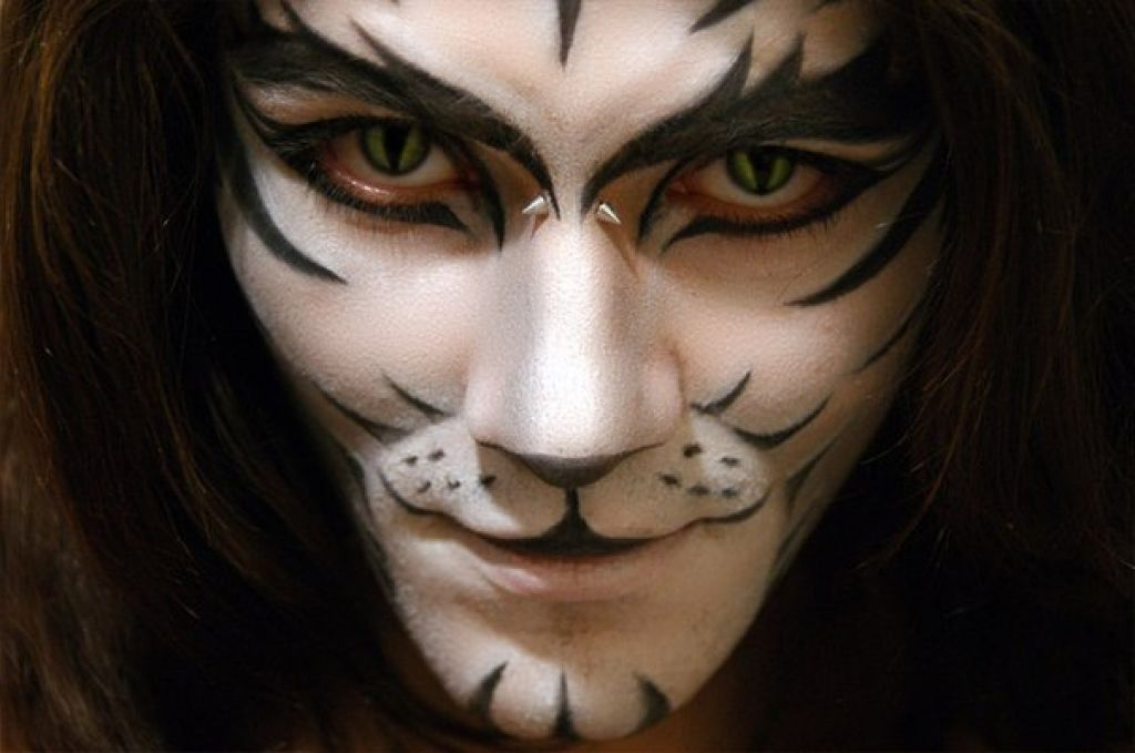 20 Best, Unique, Creative Yet Scary Halloween Costume Ideas 2012 - terrifying halloween costume ideas