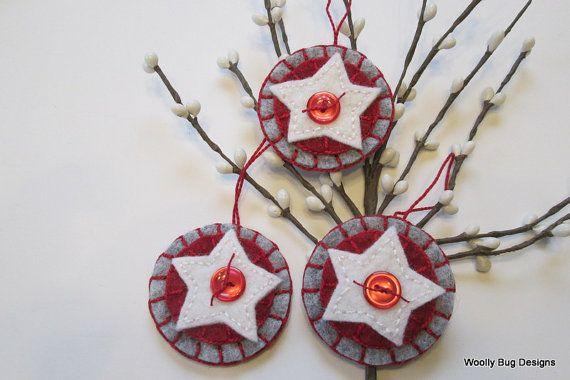 White Wool Felt Stars with Bright Christmas door WoollyBugDesigns