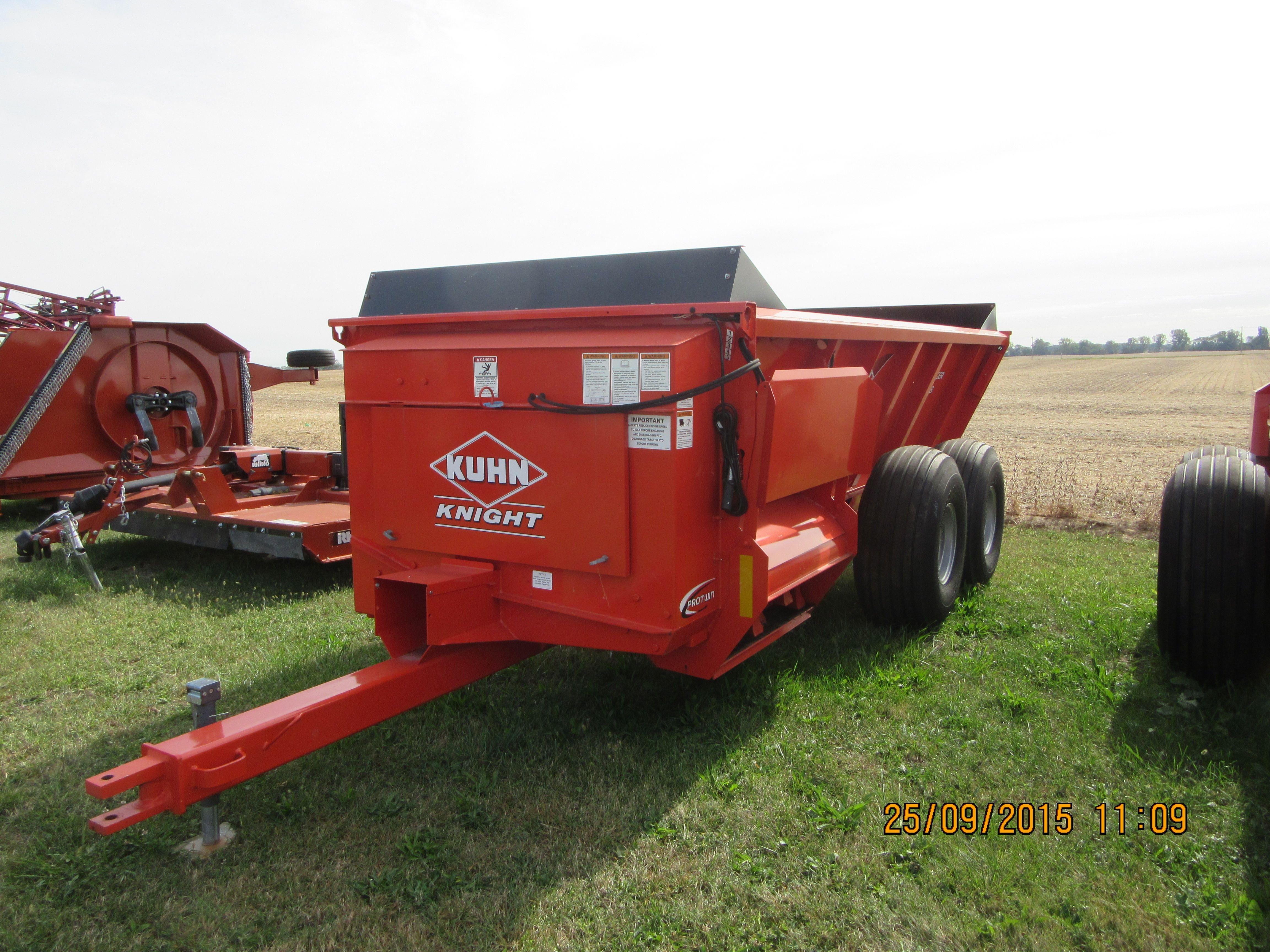 Kuhn knight 8118 manure spreader