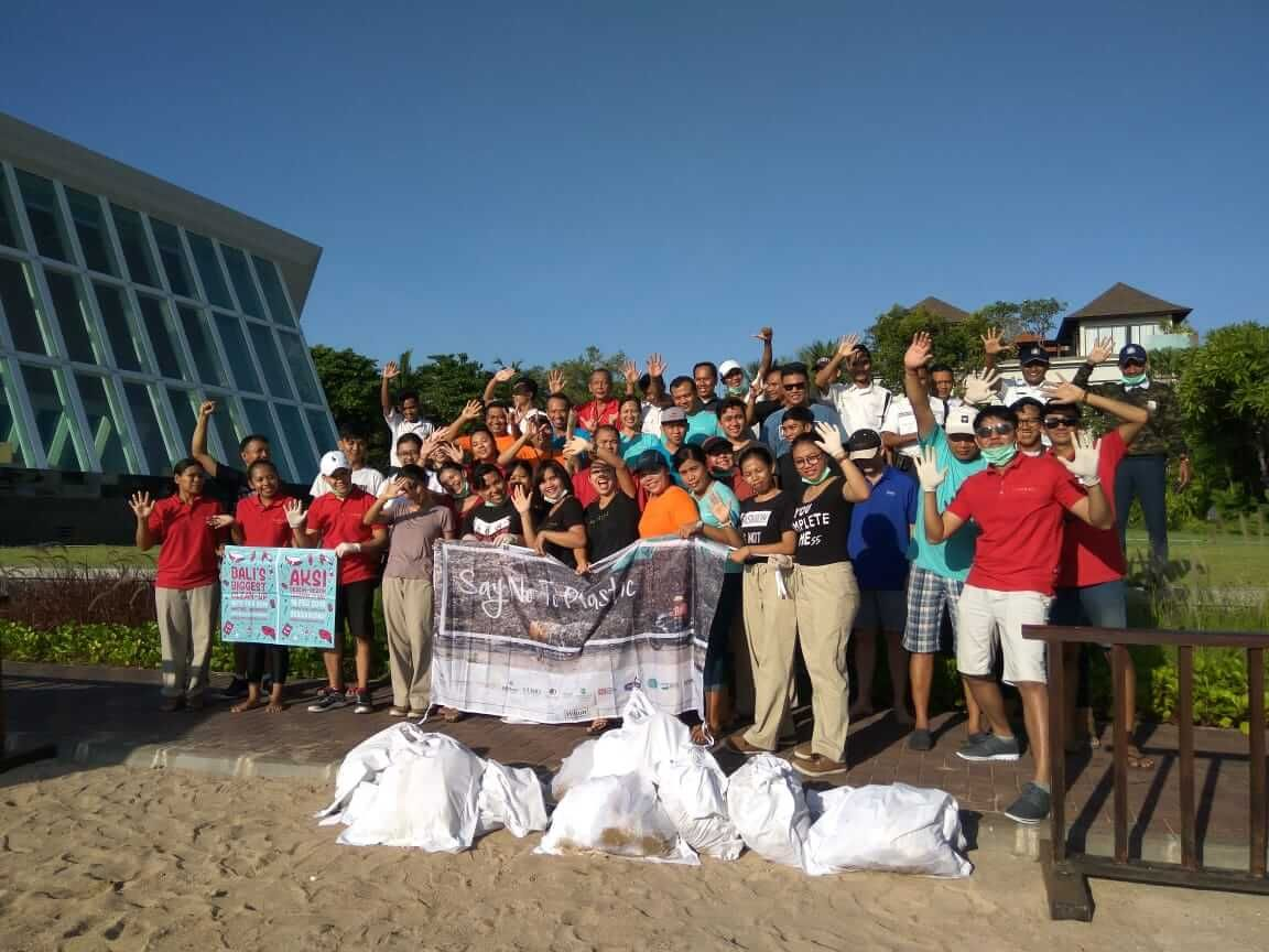 Hilton Hotels Participate in Bali's Largest Cleanup