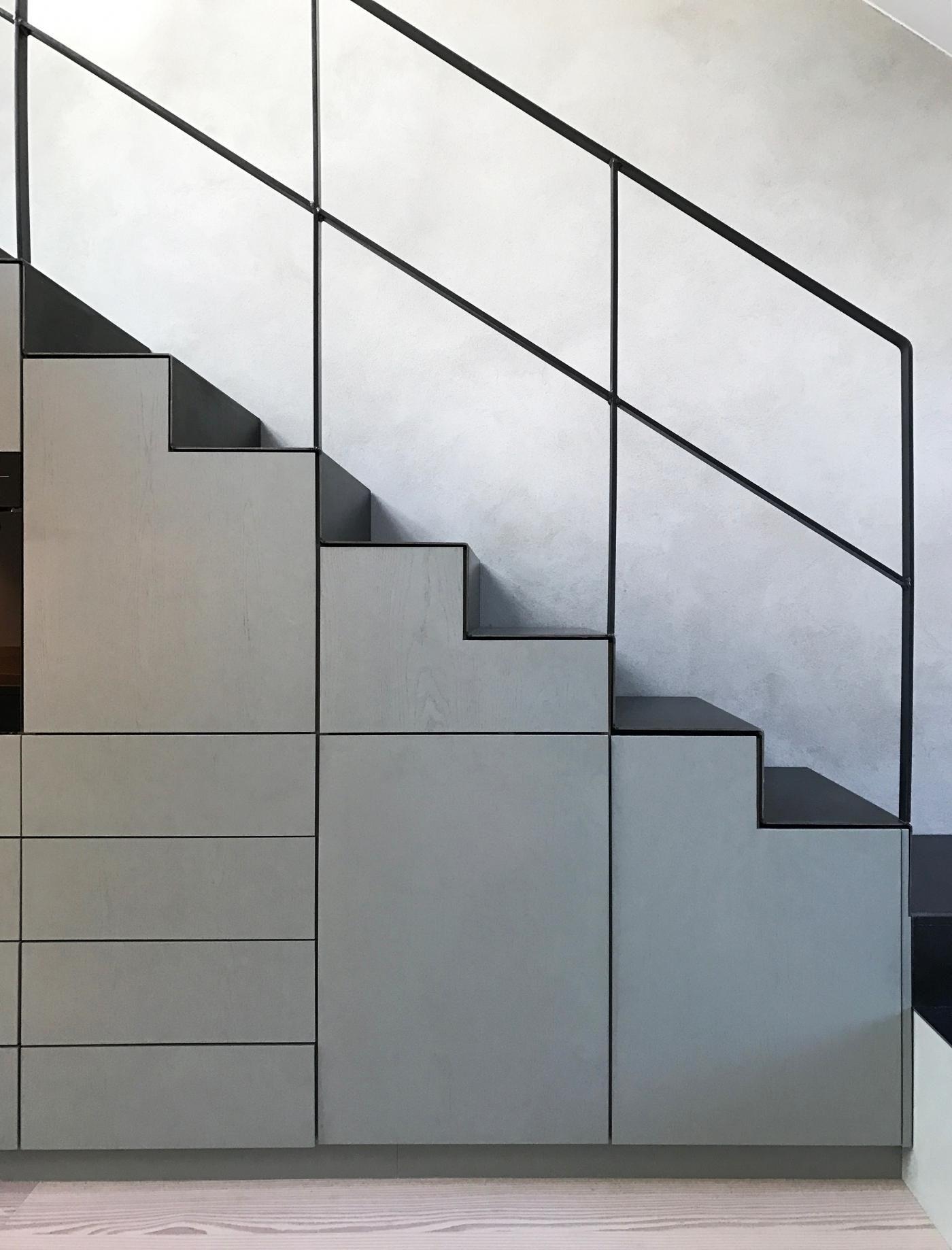 Escalier Metal Noir Avec Rangement Rampe D Escalier Moderne
