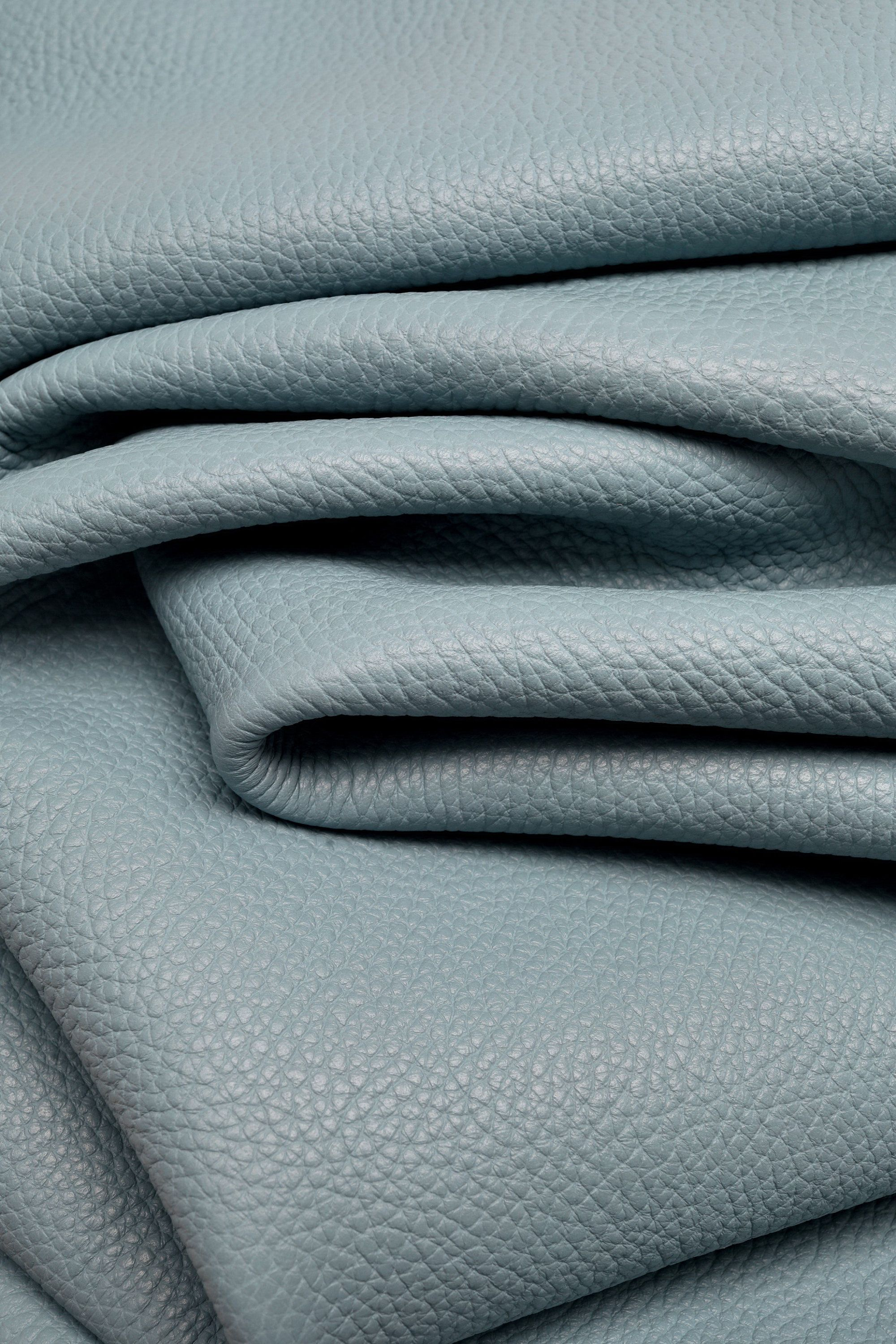 soft skin   A5284-MT  La Garzarara laminated base with removable white wax on the top hides available in two colors Italian leather