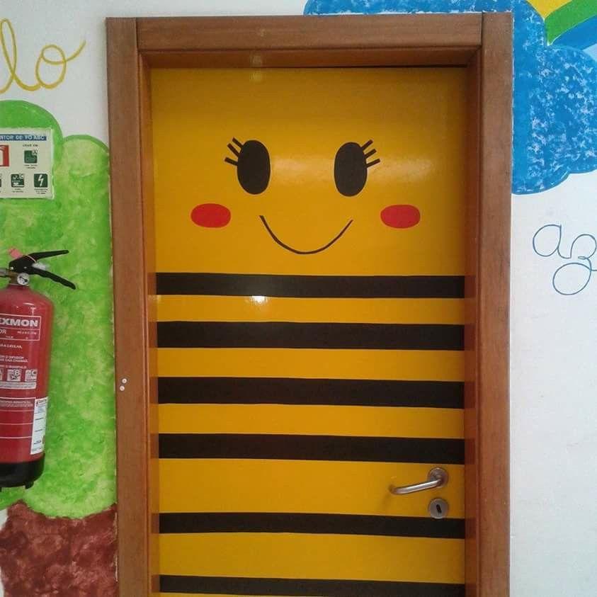 Abelha puertas decoradas pinterest puertas decoradas for Decoracion aula infantil
