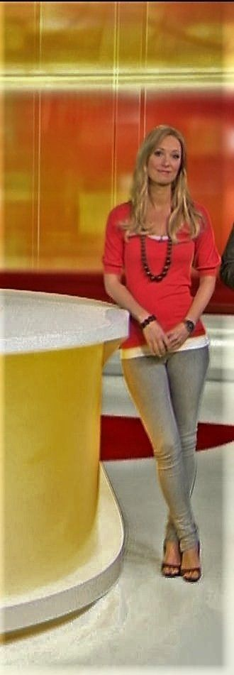 Angela Finger Erben RTL TV   Tv girls, Her style, Style