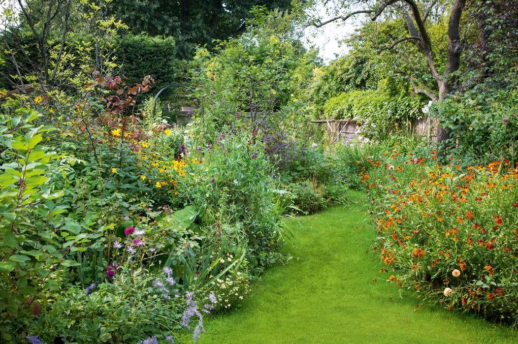 The maximalist London garden of hairstylist Sam McKnight is part of London garden, Quick garden, Garden inspiration, City garden, Garden, Outdoor gardens - link], to create a maximalist garden at his London house