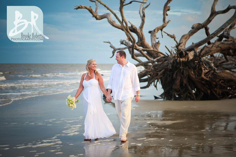 Small Weddings And Elopements Jekyll St Simons Sapelo Brunswick And Sea Island Photographers Driftwood Beach Jekyll Island Beach Wedding Photos Small Wedding