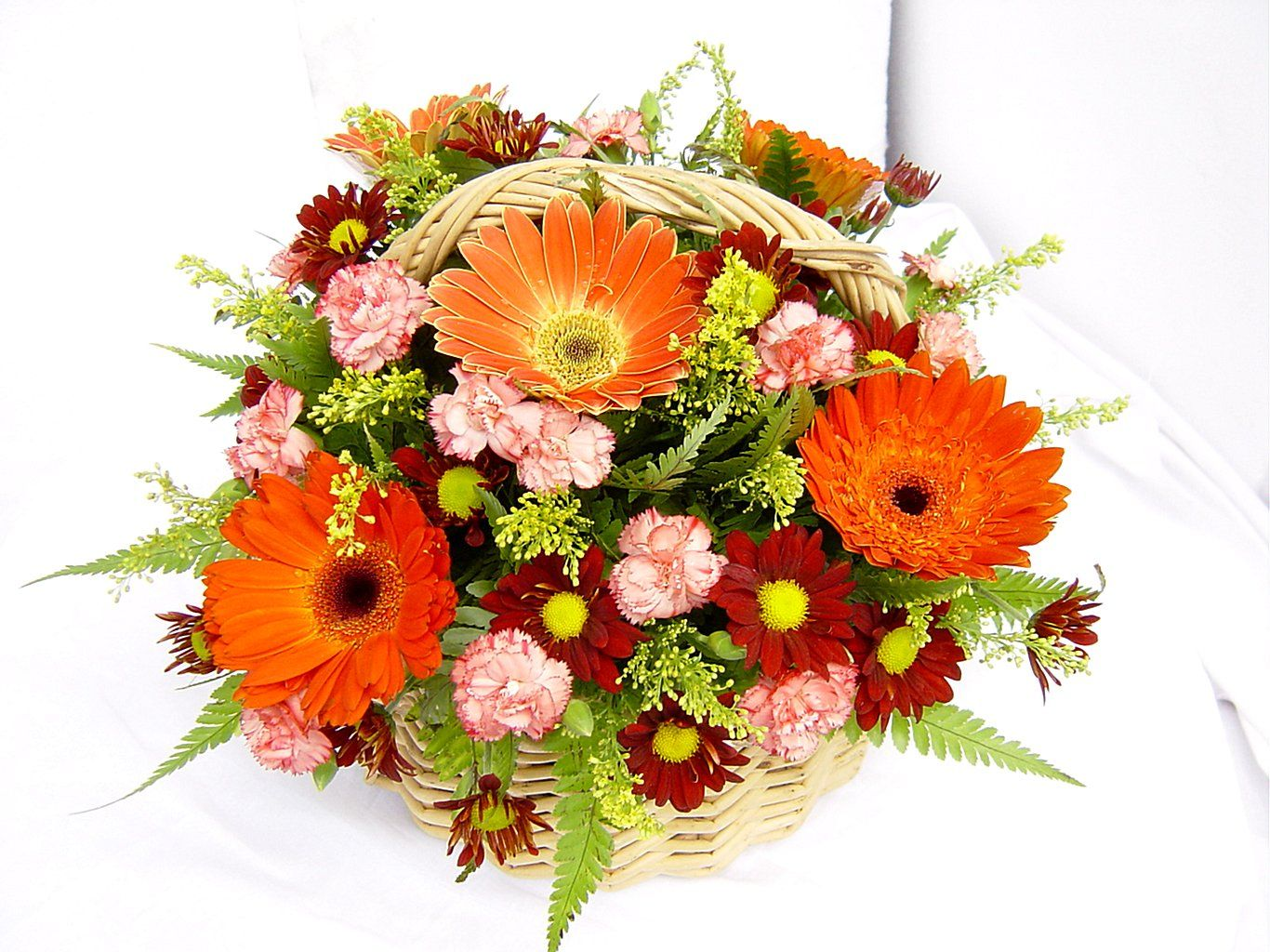 If You Are Searching The Best And Affordable Flower Baskets Then
