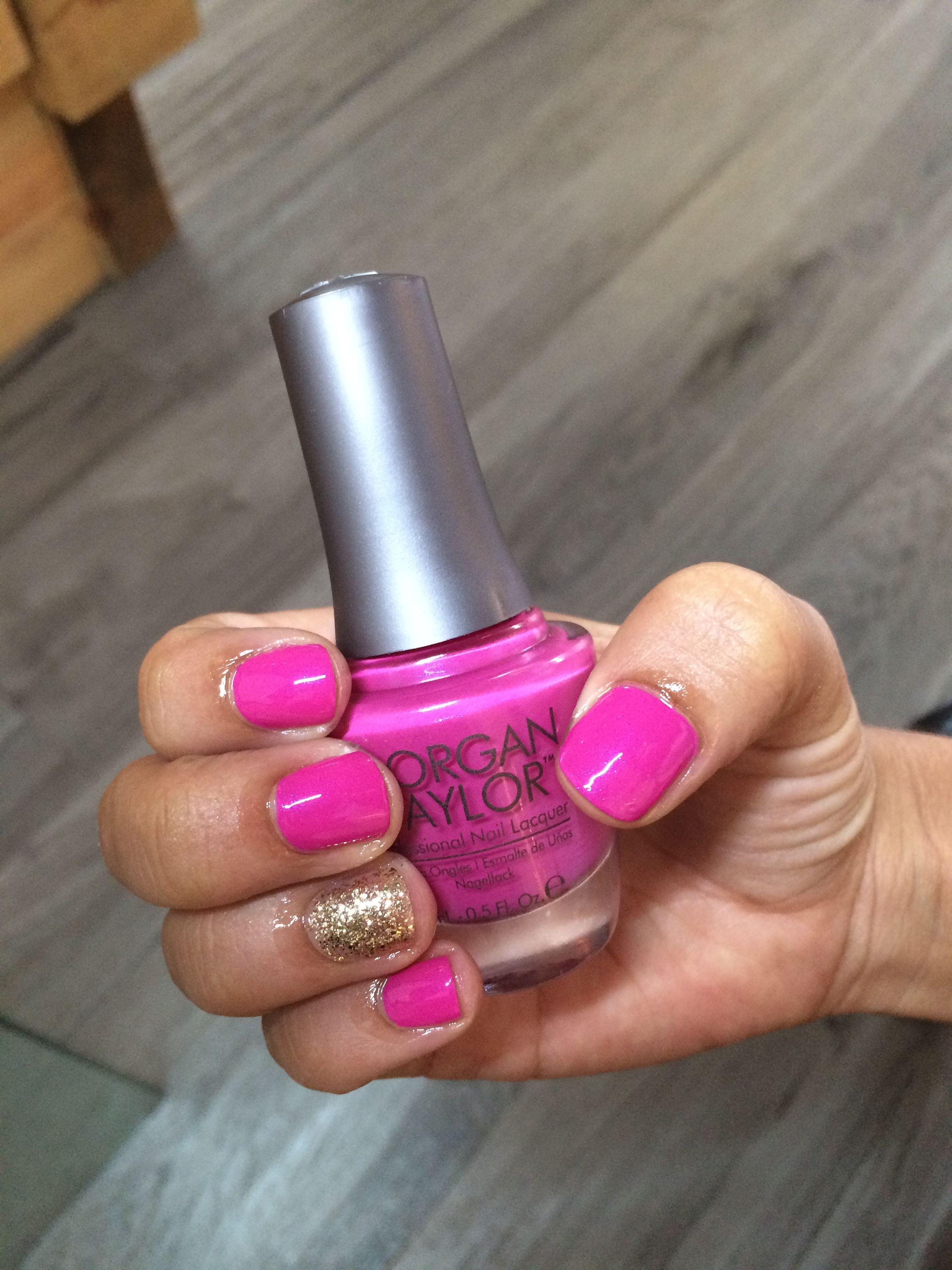El color fucsia nunca pasa de moda en el esmalte de uñas y este ...