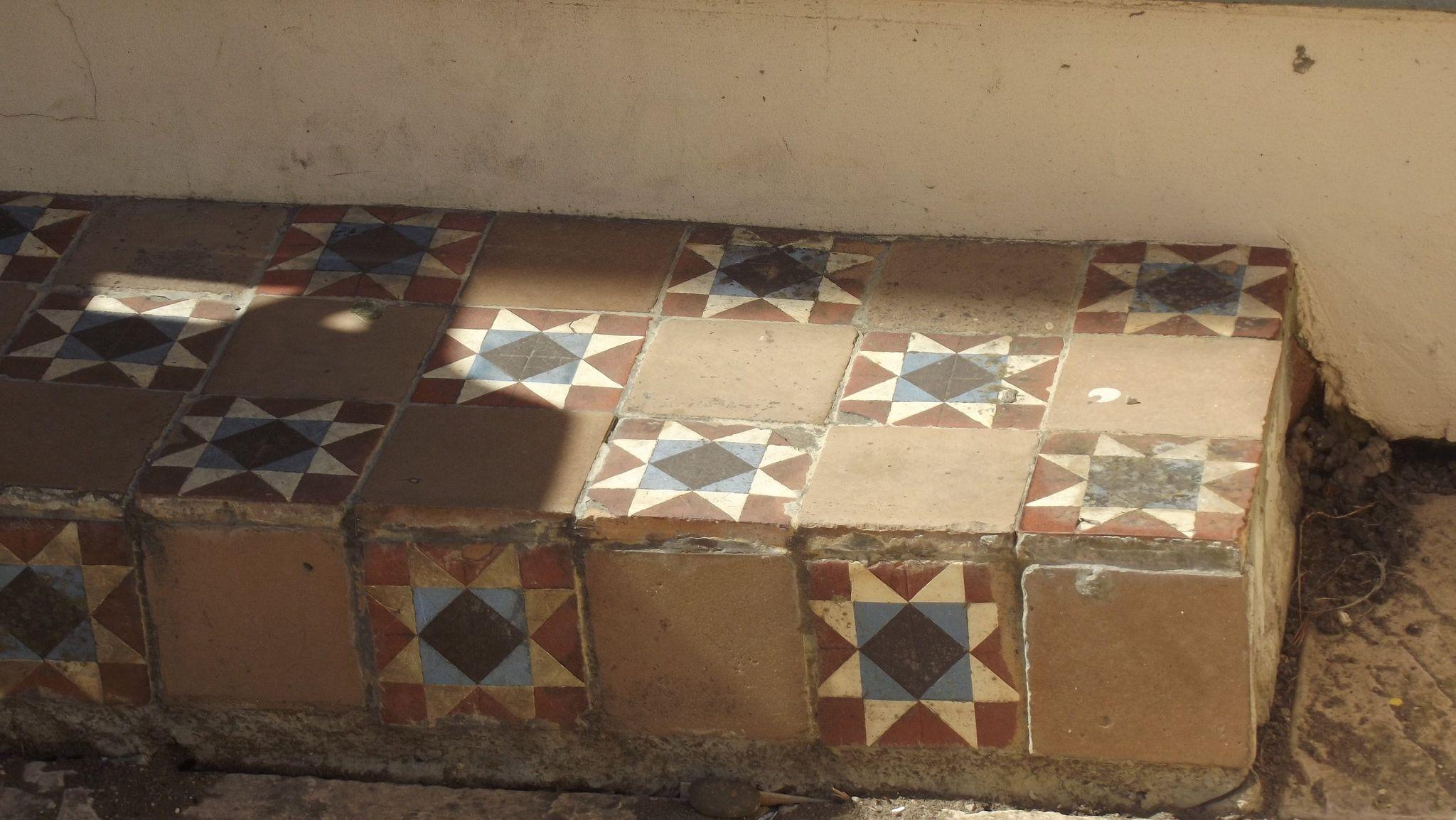 https://flic.kr/p/tXkMgL   Stroud Terrace step