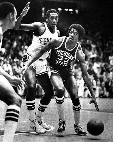 Magic Johnson in a game against Kentucky, 1978 (com imagens)