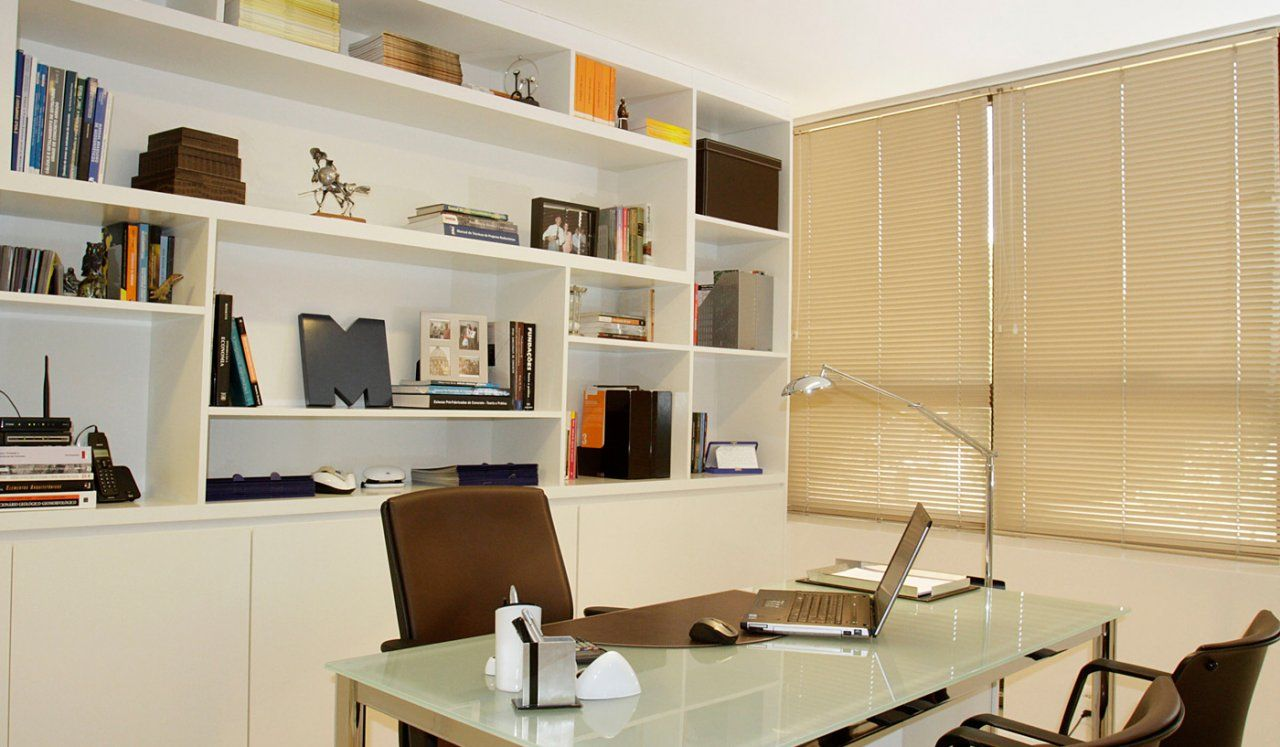 MLF GEOTECNIA - Escritório de engenharia. A sala foi dividida em 04 ambientes, sendo um recepção, sala diretor e duas salas de produção com reuniões e copa integradas. Área: 32m².