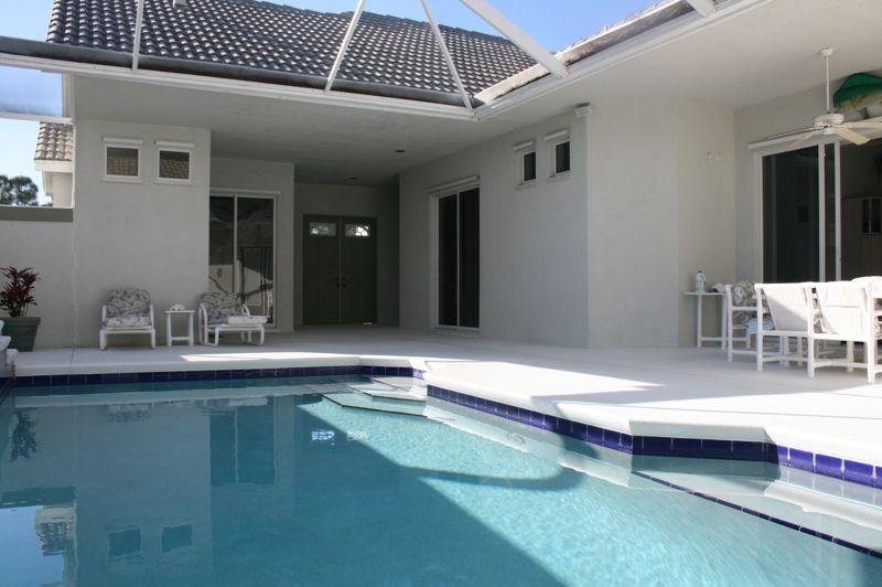 Lake Charles St Lucie West 726 Lake Charles 4 3 Pool Home 253 000 Courtyard Pool Pool Florida Pool