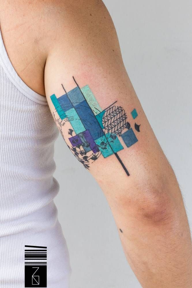 Tatuaje De Estilo Grafico En La Parte Posterior Del Brazo Derecho
