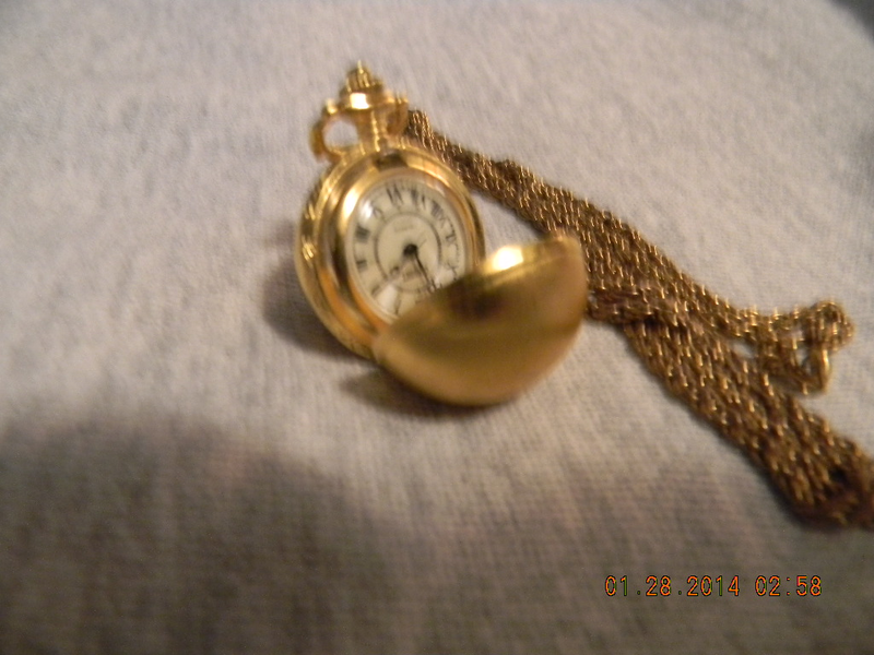 GOLD TONE NECKLACE WATCH