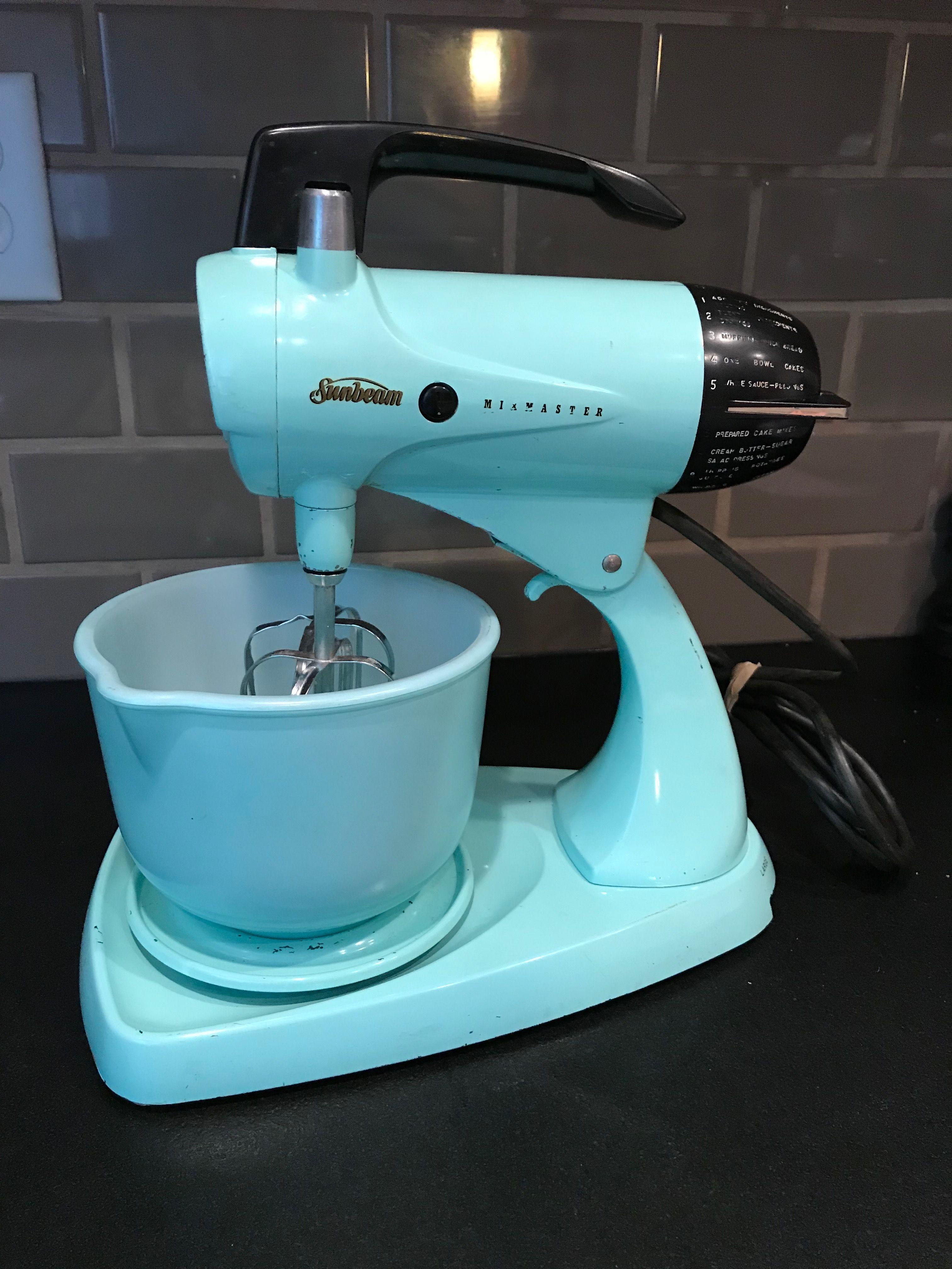 Cool vintage turquoise mixmaster mixer kitchen aid mixer