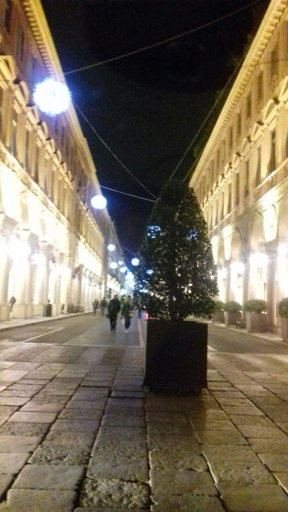 Via Roma con le luci di Natale