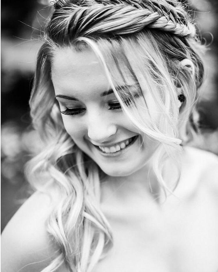 Gorgeous #yeggrad on @bricelle_maureen 🌺✨💁🏼: @tawshadawn 💄: @mshawmakeup #braids #braid #curls #gradstyle #gradhair