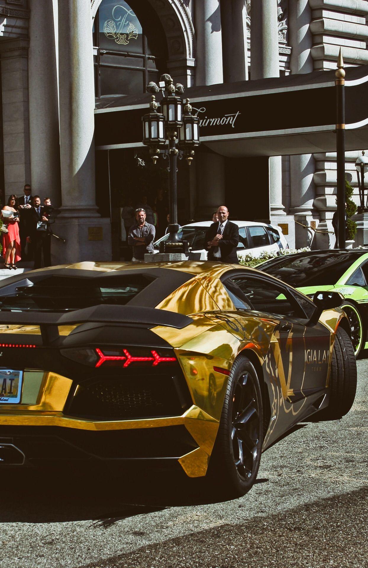 Gold Aventador Auto de lujo, Coches de lujo, Autos