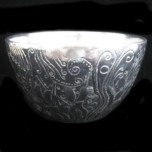 This Large Festive Bowl is perfect for weddings, dinner parties, and any other joyous occasion.