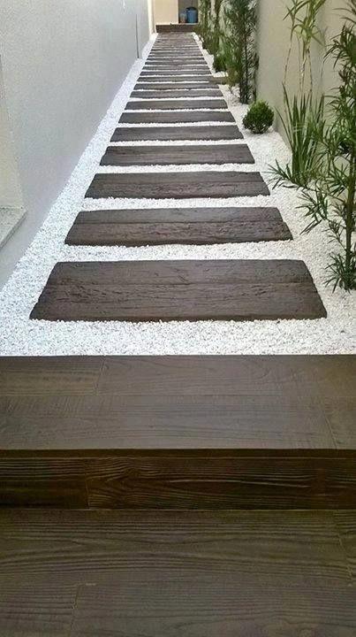 Viele entscheiden sich für dieses großartige Thema für ihren #stonewalkway  #sideyards