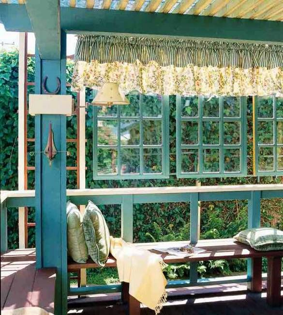 Recycling old wood doors and windows for outdoor home for Where to recycle old windows
