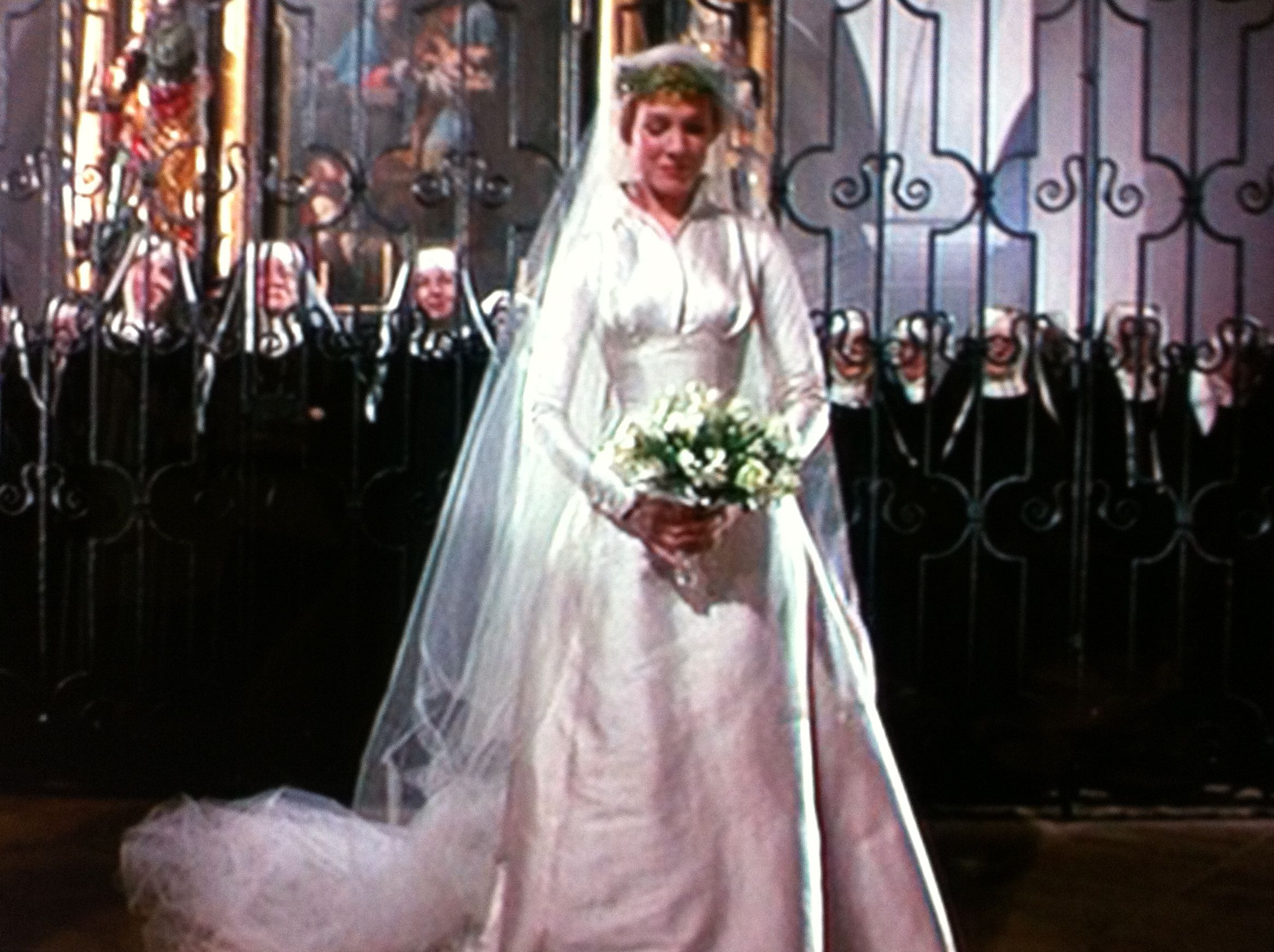 I love this dress that Julie Andrews wears in The Sound of Music ...