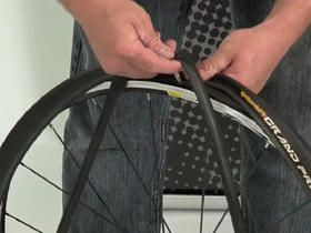 Video Workshop How To Change A Flat Tyre Without Levers Flat