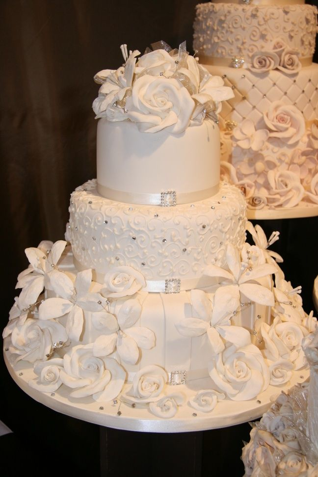 elegant wedding cakes with flowers house of cakes 3t blossom roses lilieshoec 13987