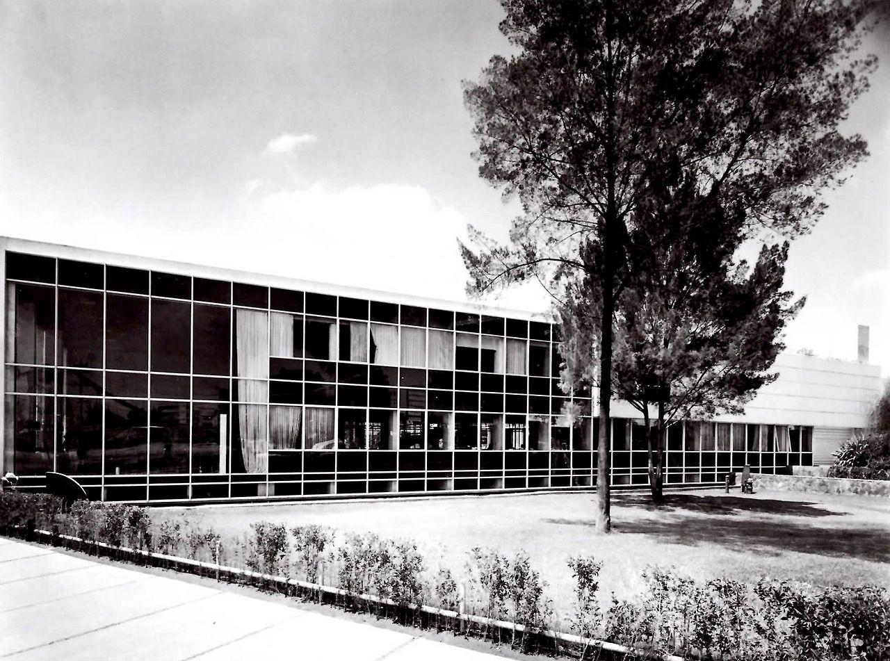 Oficinas centrales supermercados sa calzada vallejo 980 for Bauhaus oficinas centrales