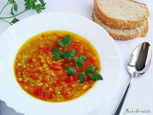 Суп с красной чечевицей и помидорами | Чечевица, Тако суп ...