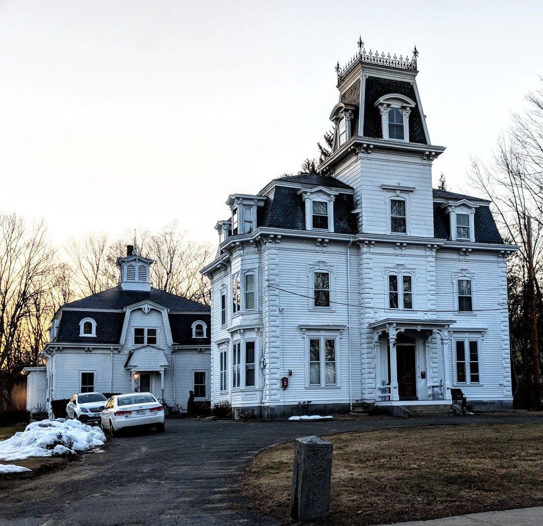 West acton massachusetts bellos dise os casas for Decoracion de casas victorianas