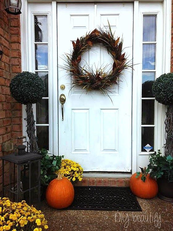 Fall Wreath and front porch at www.diybeautify.com