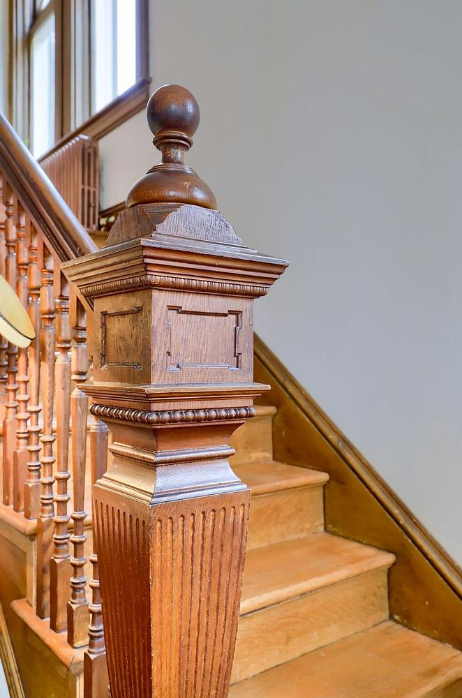 1892 Victorian Queen Anne For Sale In Strasburg Pennsylvania Oldhouses Com In 2020 Queen Anne Stairs Circular