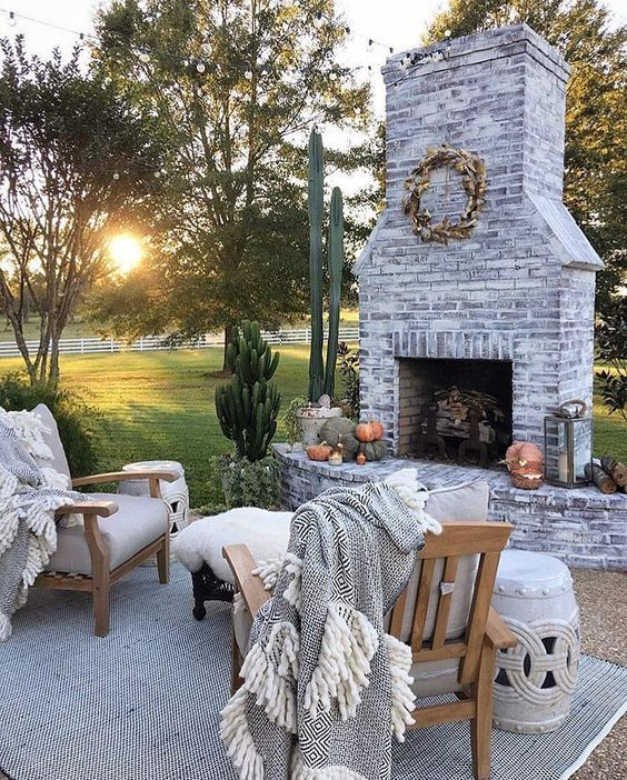 17 Amazing Outdoor Fireplace Ideas to Make S'mores with Your Family