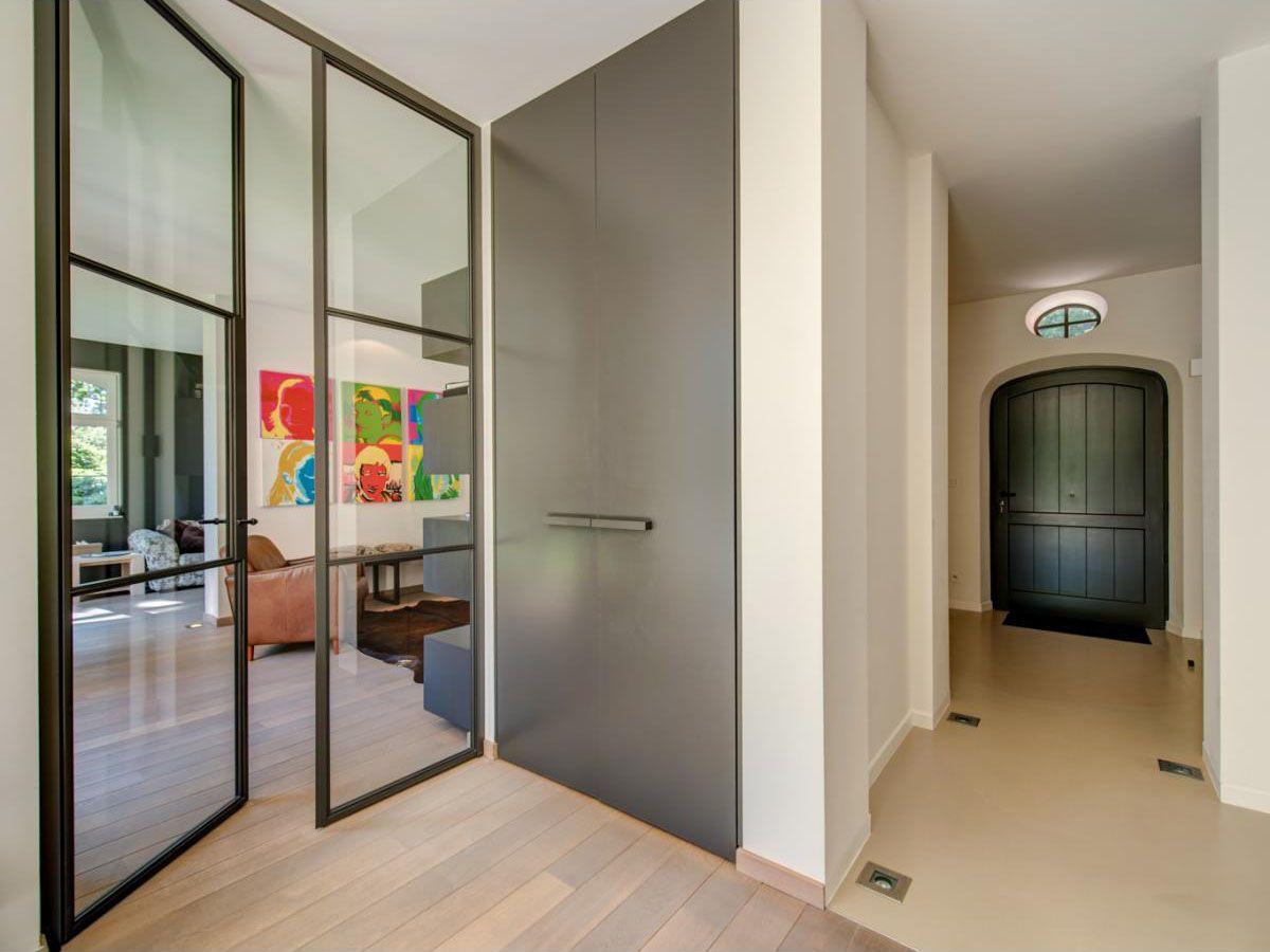 Inkomhal naar woonkamer - Binnenkijken in een Vlaamse villa met ...