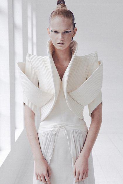 Sculptural Fashion with elegant curves & bold angles; artistic fashion design // ILJA