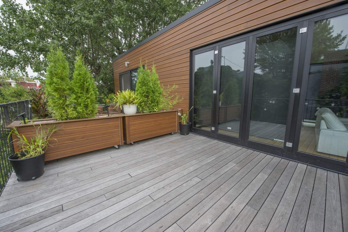 Rev tement ext rieur en bois torr fi photos chalet for Patio exterieur en bois