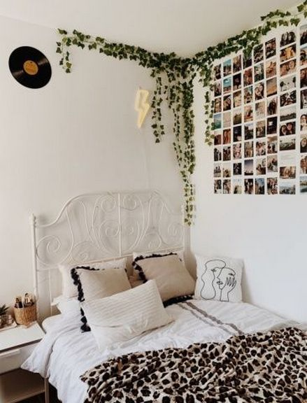 The Easiest Way To Make Your Dorm Room Look Cool In 2020 Room Inspo Room Inspiration Bedroom Vintage