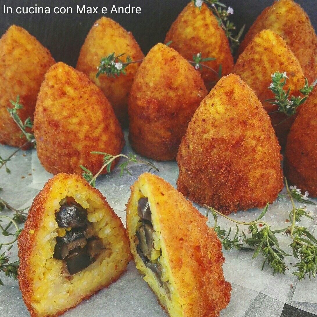 """GLI ARANCINI CON MELANZANE,  BUFALA E PISTACCHI  """"WEEKEND'S BRUNCH"""" Voglia di street food!!! Scopri una delle ricette più famose della Sicilia... In versione vegetariana... Buon divertimento!!! 😉😜 #incucinaconmaxeandre #corsodicucina #lagomaggiore #verbania #food #ricette #weekendsbrunch #aperitivando #arancini #vegetariani #melanzane #bufala #pistacchi #streetfood Link: http://www.incucinaconmaxeandre.it/wordpress/?p=2206"""