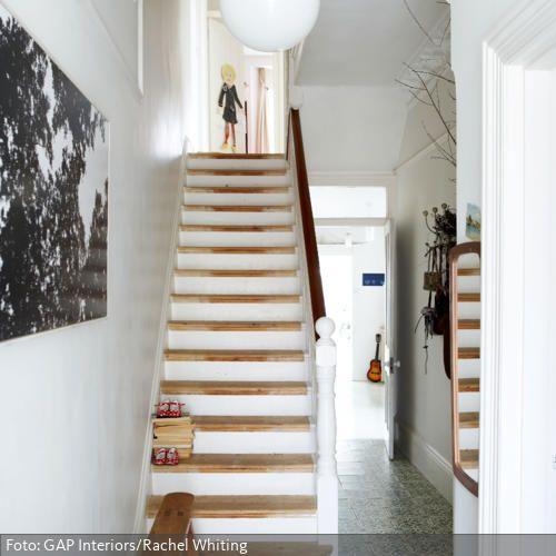 holztreppe im modernisierten flur mit stuck treppen pinterest treppe haus und treppenhaus. Black Bedroom Furniture Sets. Home Design Ideas