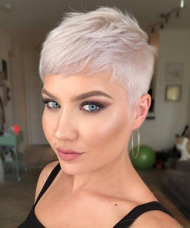 Sehr Kurz Und Schick Diese 10 Modischen Looks Sind Wirklich Grossartig Damen F Mode Ideen Pixie Frisur Haarschnitt Kurze Pixie Frisuren