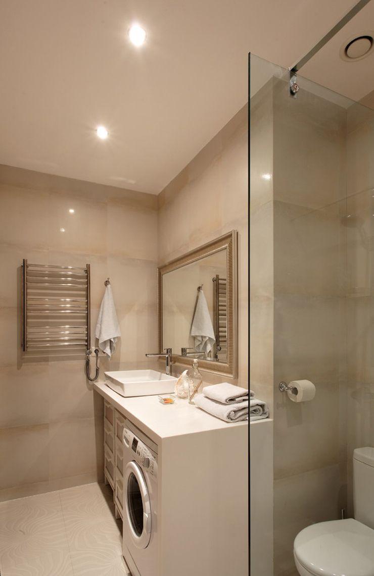 la machine laver case dans une salle de bains dappartement