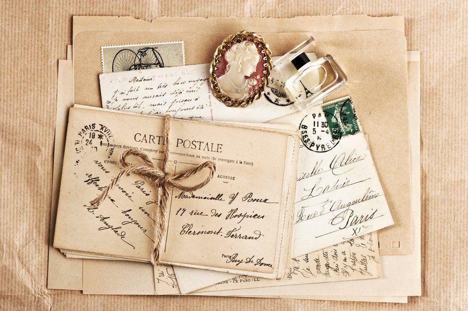 Vintage, cartas, envelopes, cartões postais, selos, perfume, broche wallpaper
