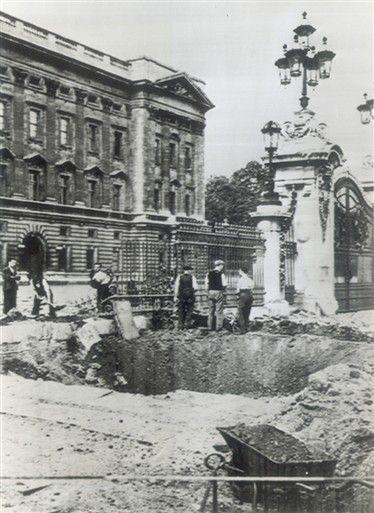 Bomb Damage Outside Buckingham Palace September 1940 London