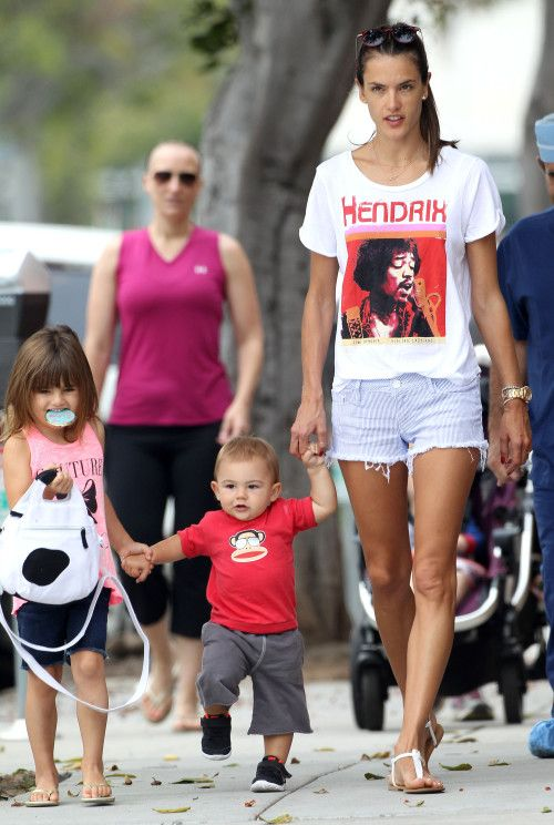 Alessandra Ambrosio & Anja Help Noah Take His First Steps – Gallery Photo 3 | Celebrity Baby Scoop