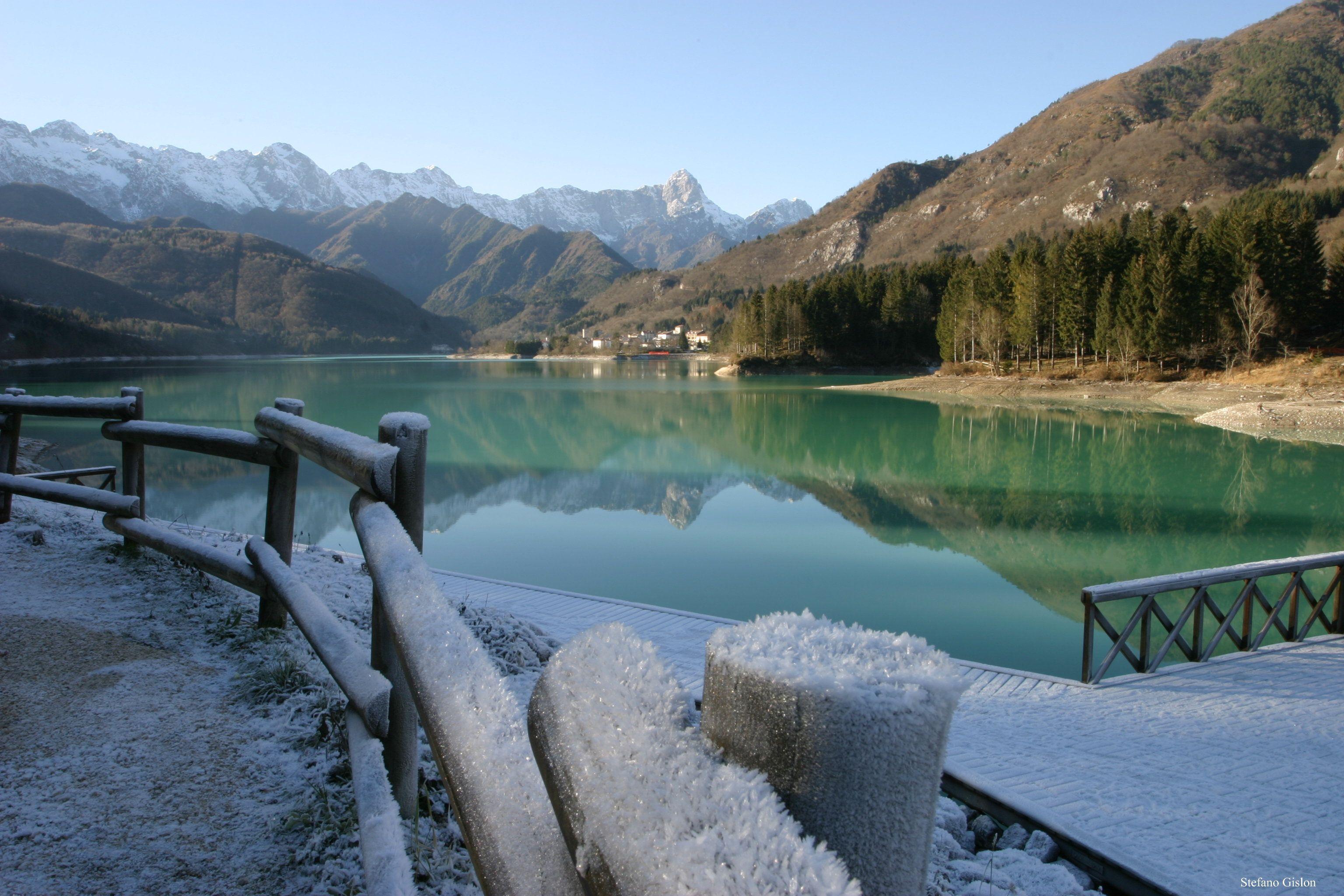 Panorama del lago di Barcis nelle Dolomiti Friulane, con i suoi meravigliosi colori - Beautiful view of Lake Barcis, Italian Dolomites: what a wonderful colours!